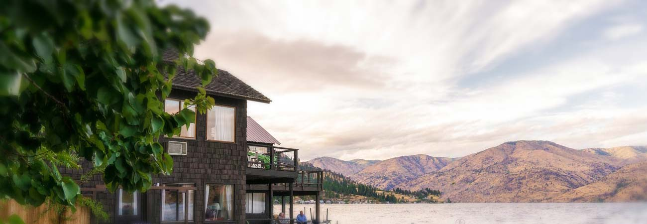 view of Kelly's and Lake Chelan