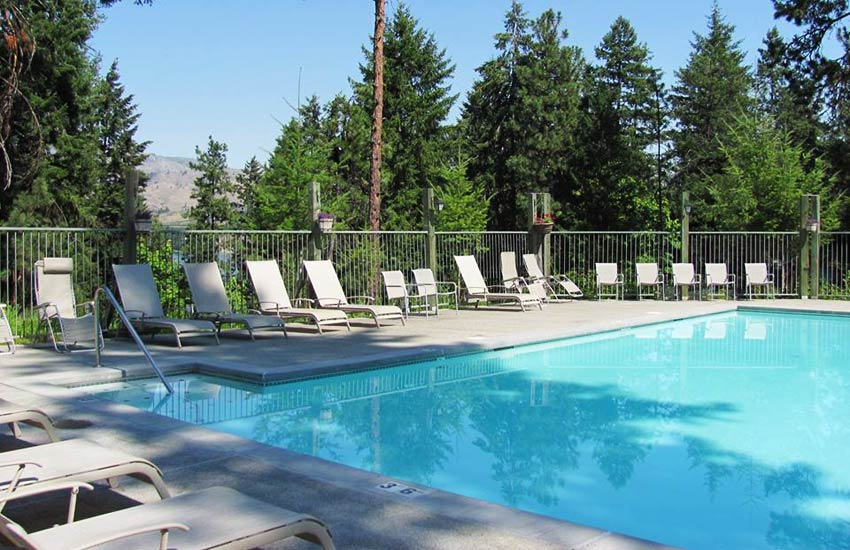 Kelly's swimming pool Lake Chelan Lodging
